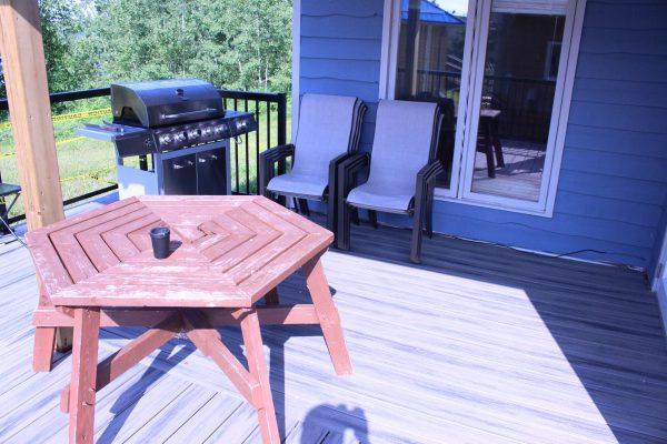 Cabin 5 Sitting Area Outside